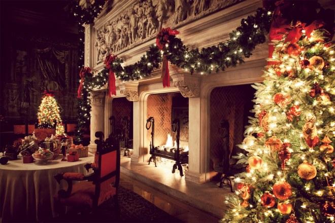 Skimbaco-Biltmore-Fireplace-Christmas
