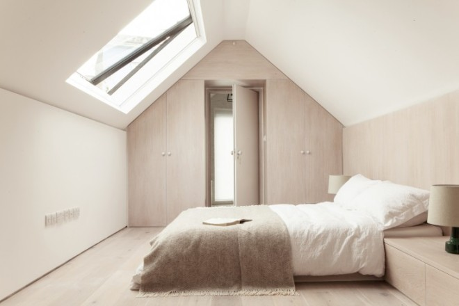 Herrringbone-House-Bedroom-Atelier-Chan-Chan-London-Mike-Tsang-Photographs-Remodelista
