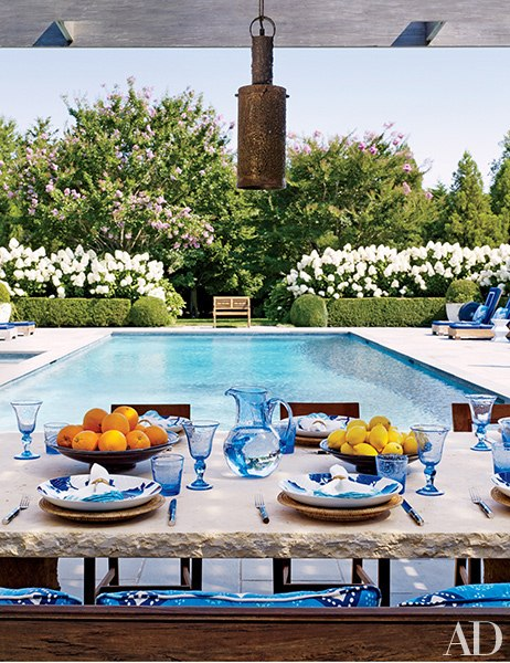 item5.rendition.slideshowVertical.juan-montoya-hamptons-home-06-outdoor-dining-area